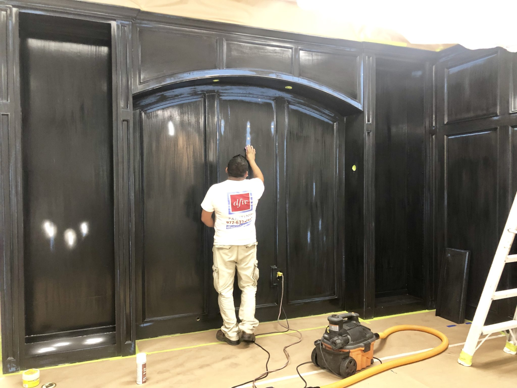 dfw painter preparing a wall for lacquer paint finish